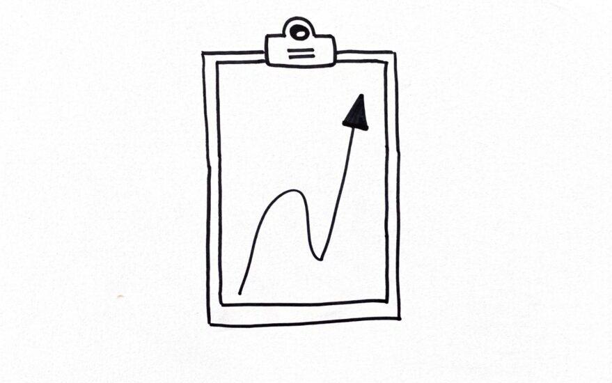 Skizziertes Klemmbrett mit einem Blatt Papier, auf dem ein nach oben zeigender Pfeil zu sehen ist, als Symbol für Methoden Coaching